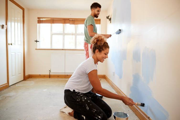 couple painting an apartment