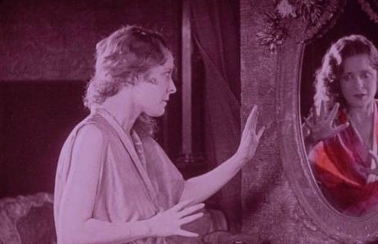 An image from the 1925 film 'The Red Kimono.'