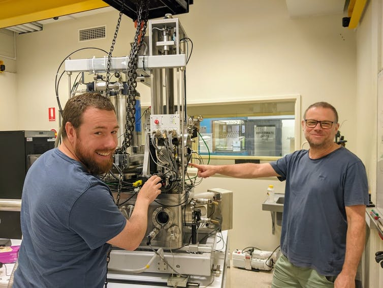 Ion microprobe used for dating zircon