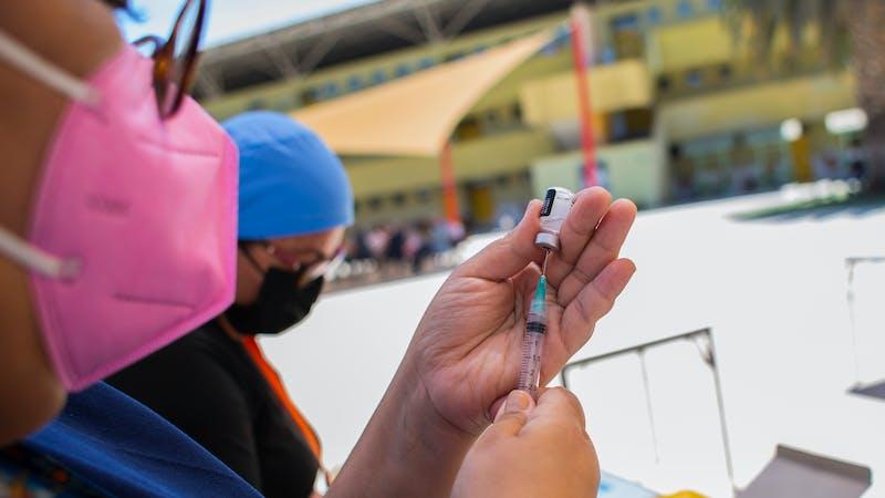 Aciertos y errores de la vacunación contra la covid-19 en América Latina