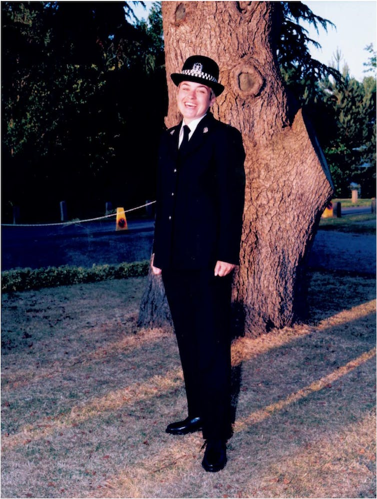 Photo of a female police officer.