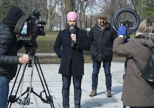 Jagmeet Singh et Alexandre Boulerice devant des caméras