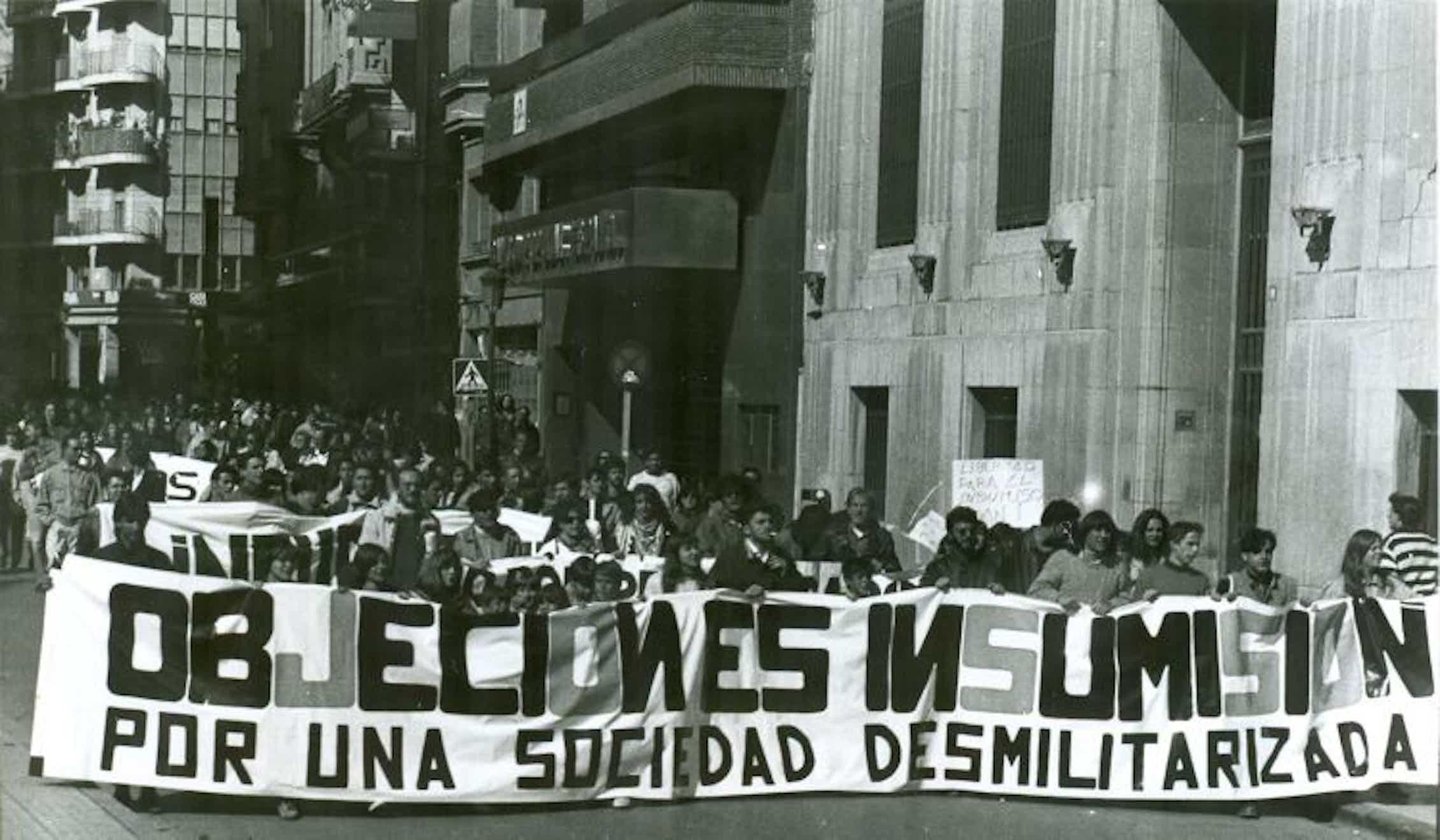 Manifestación del Movimiento de Objeción de Conciencia en Albacete contra el servicio militar.Grupo Tortuga