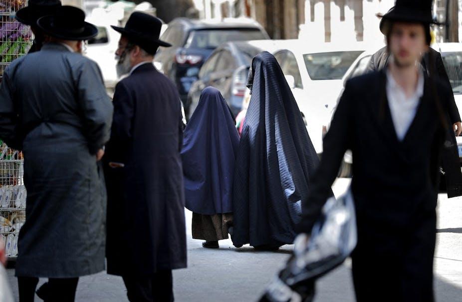 Juifs ultra-orthodoxes dans une rue de Jérusalem