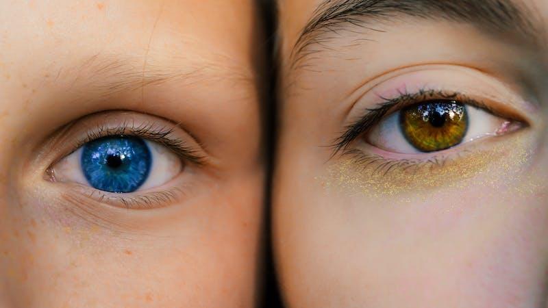 Por qué su color de ojos no coincide con el de sus padres