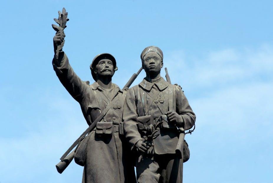 Le monument Monument aux morts Demba et Dupont Demba et Dupont, à Dakar