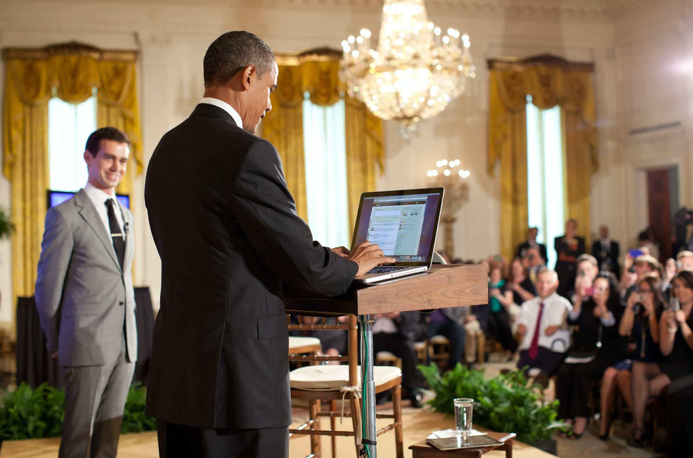 Barack Obama contesta preguntas en la primera asamblea pública celebrada a través de Twitter.Pete Souza / White House