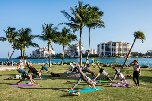 A group yoga class outside in Florida.