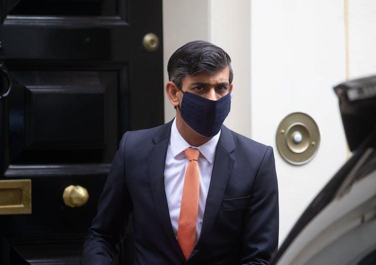 Rishi Sunak in Downing Street wearing a face mask