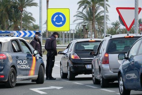 Control de la Policía Nacional en una rotonda.