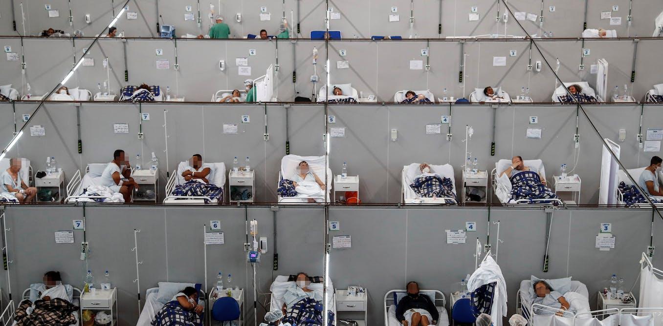 Des dizaines de patients reposent dans des lits d'un hôpital temporaire dédié aux malades de la Covid-19, au Brésil.           Sebastiao Moreira/EPA