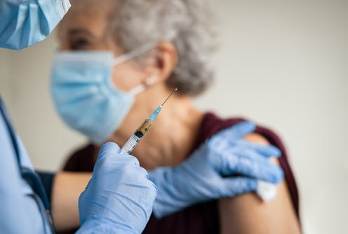 Senior receiving vaccine