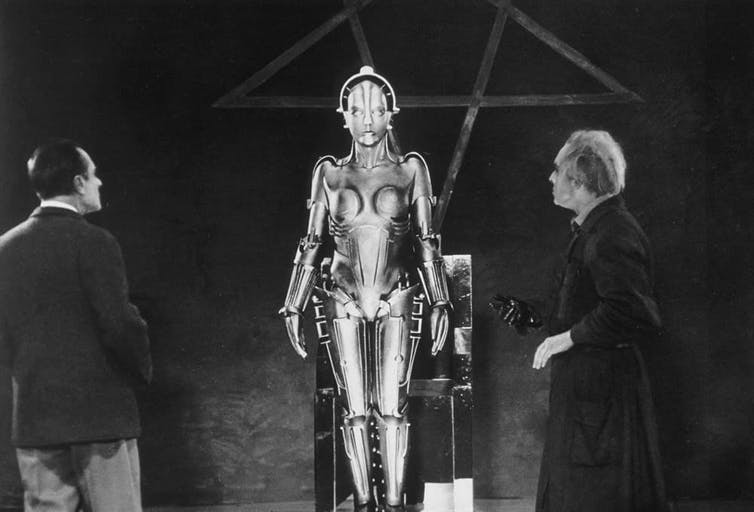 Black and white photo of sci fi robot