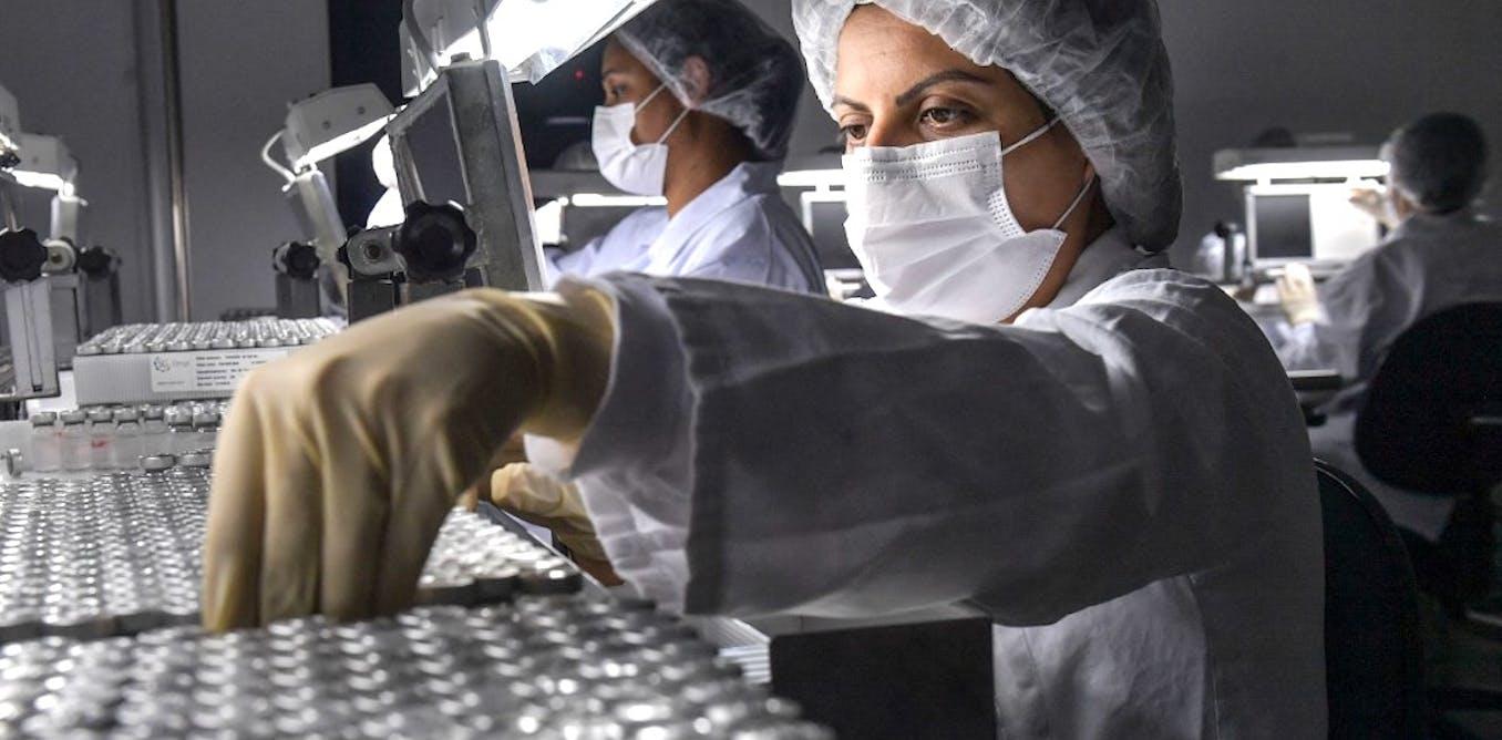 Les États-Unis et la France ont rejoint début mai la liste des pays qui demandent à exclure temporairement les vaccins contre la Covid-19 des règles en vigueur.       Nelson Almeida / AFP