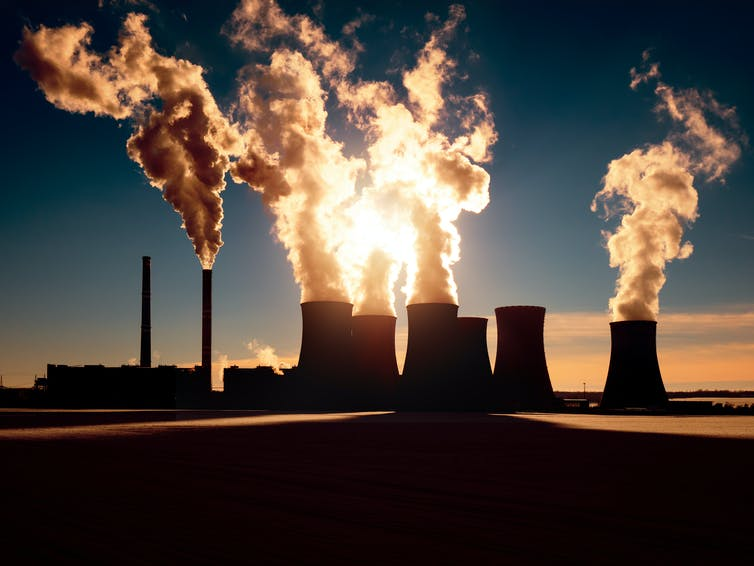 coal plant with emissions from chimneys