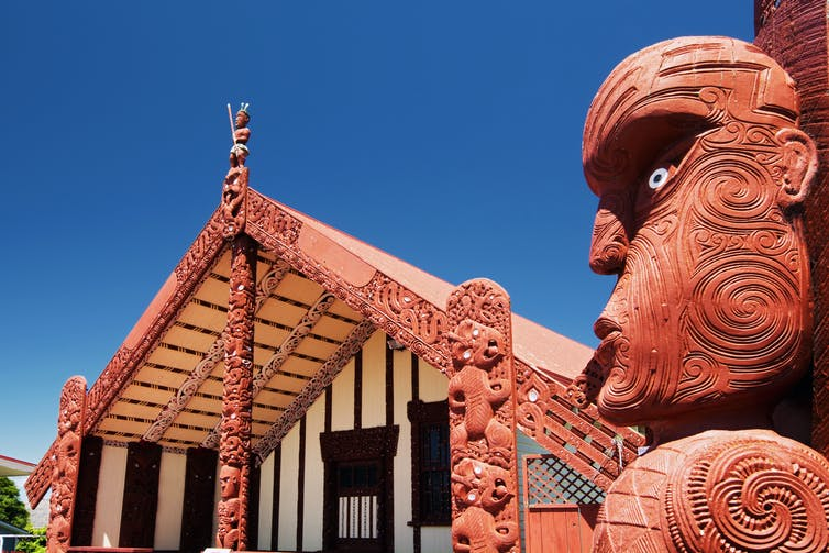 Marae meeting house and carving