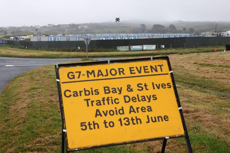 Roadsign para la cumbre del G7 en Cornwall.