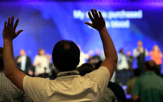 People worshiping during the Southern Baptist Convention annual meeting in 2007.