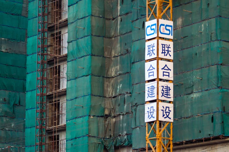 Scaffolding with sign and chinese writing
