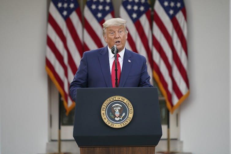 Donald Trump hablando en una rueda de prensa