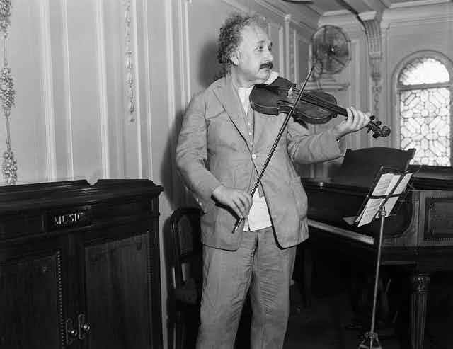 Picture of Albert Einstein playing the violin.