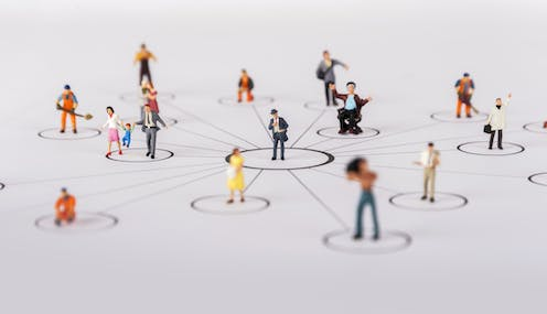 Human figurines connected in a social network