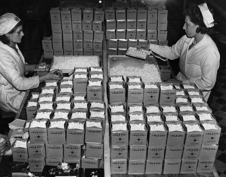 Production de pilules dans l'usine américaine de 1944