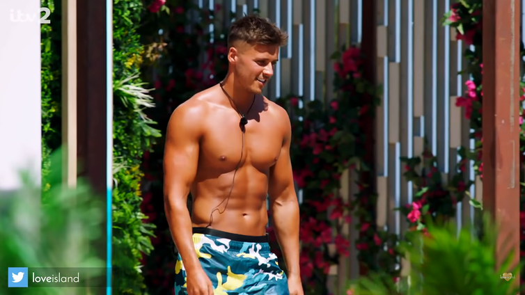 Love Island contestant walks into villa wearing blue and yellow swimming trunks