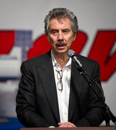 L'homme d'affaires américain Robert Bigelow, prononçant un discours en 2011.