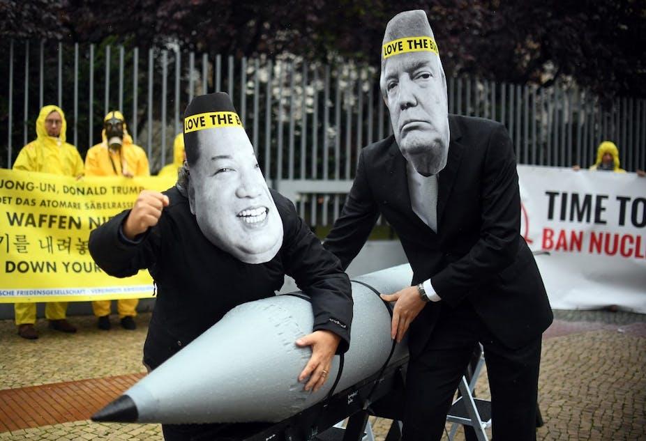 Manifestants déguisés en Kim Jong-Un et Donald Trump