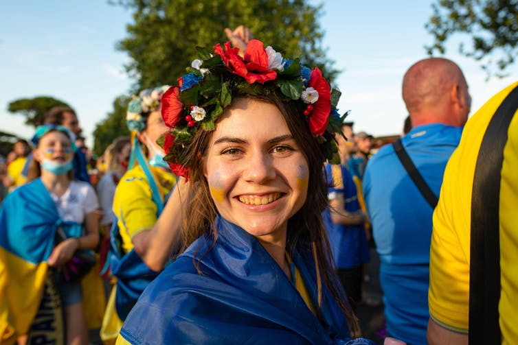https://www.alamy.com/rome-italy-3rd-july-2021-ukrainian-and-english-fans-outside-the-stadio-olimpico-cheering-and-praising-together-before-the-ukraine-england-match-valid-for-the-quarterfinals-of-uefa-euro-2020-marcello-valeri-alamy-live-news-image434127