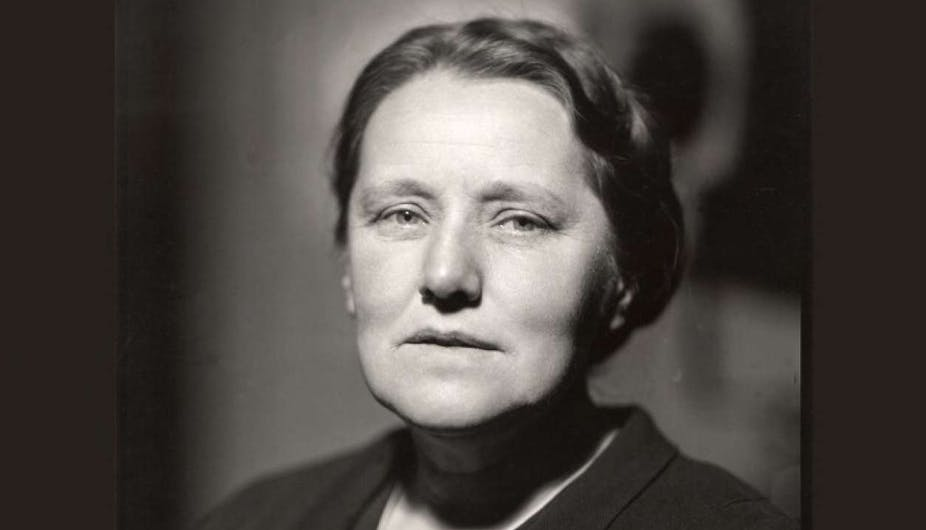 Black and white image of Susan Stebbing looking into the camera