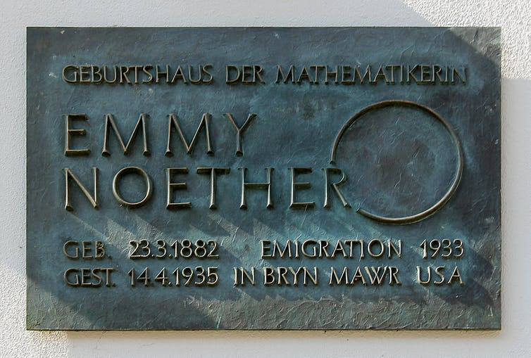 An old metal plaque with Emmy Noether's name, some dates and a large circle on it.