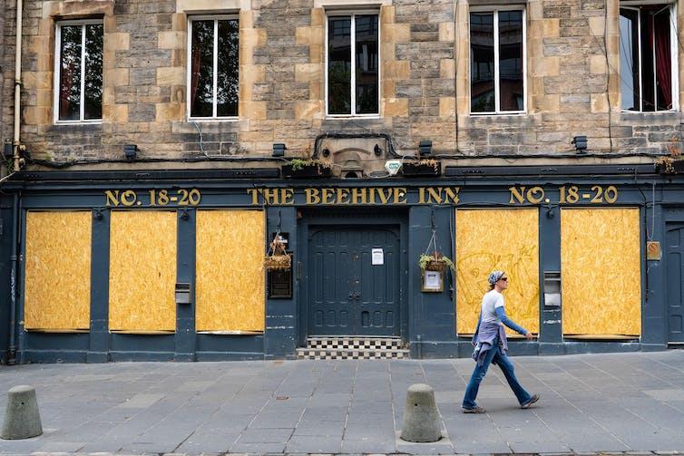 Beehive Inn in Edinburgh all boarded up