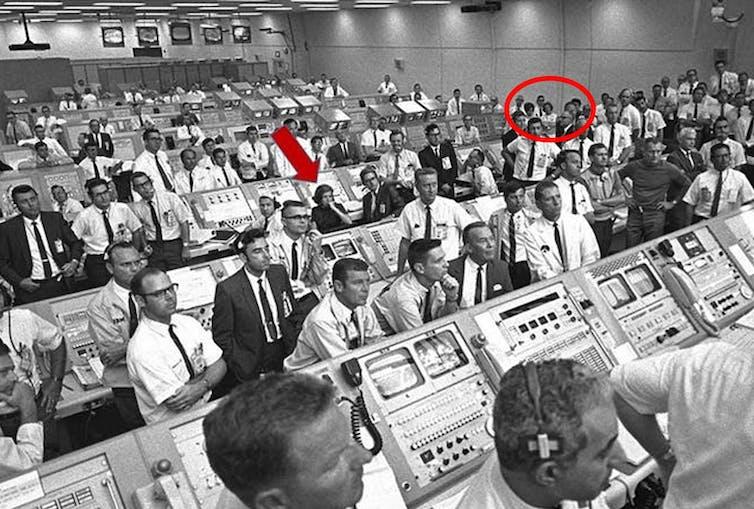 Había más mujeres en la sala de lanzamiento...