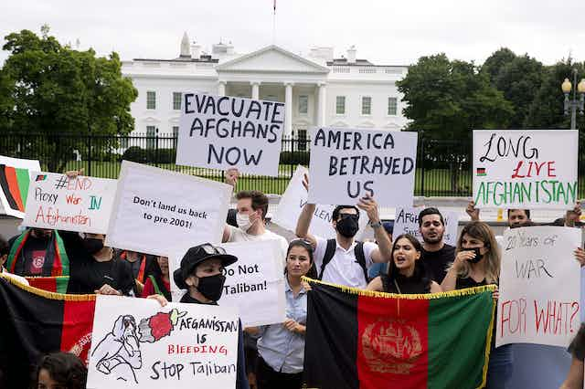 Protestors outside the white house, calling for the evacuation of Afghans