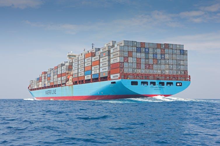Un buque portacontenedores de Maersk en alta mar