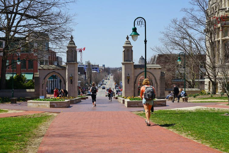 students at the entrance to Indiana University Bloomington campus