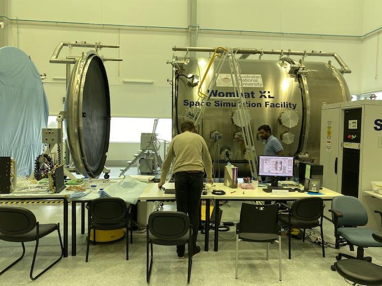 equipo de prueba de satélite