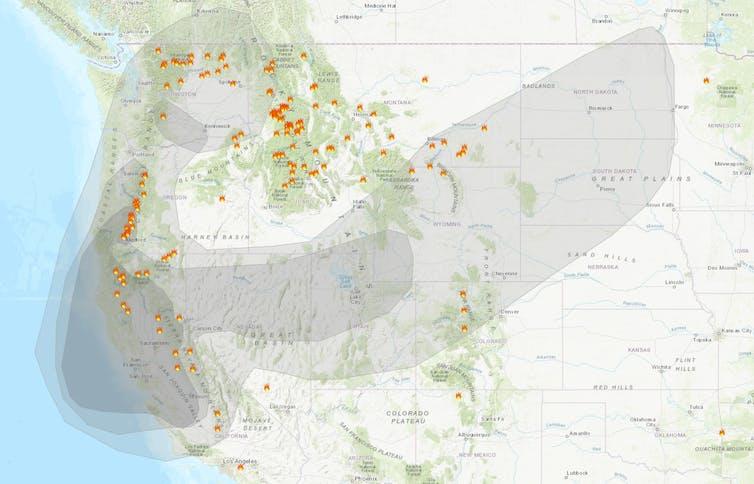 Carte de la fumée des incendies de forêt montrant la fumée la plus épaisse dans de grandes parties de la Californie, du Nevada, de l'Utah, de l'Oregon et de Washington