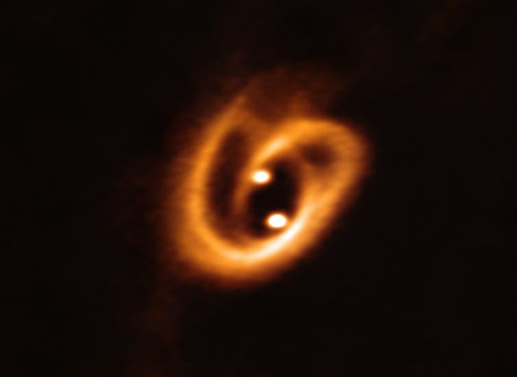 Binary stars form at the same time from a single cloud of gas, so they usually contain exactly the same mix of elements. ALMA (ESO/NAOJ/NRAO), Alves et al.