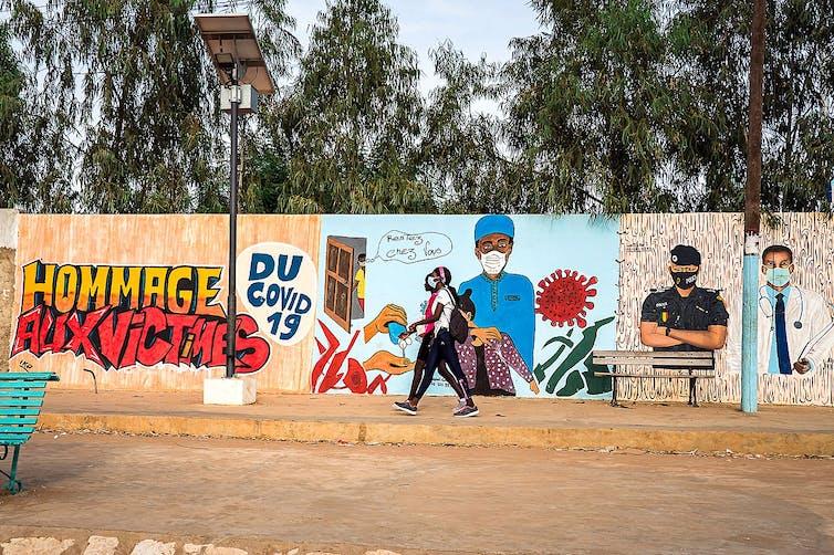 Graffiti hommage aux victimes de la Covid-19 à Mbour (Sénégal)