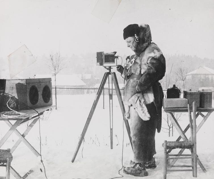 Un scientifique dans la neige