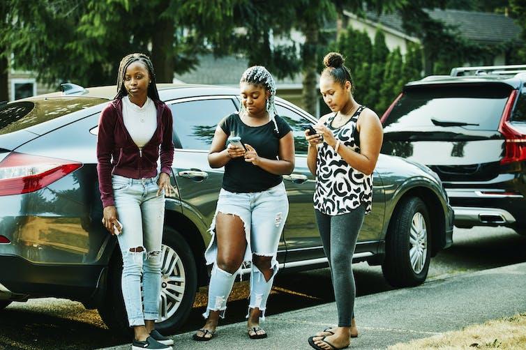 3 teen girls with celphones