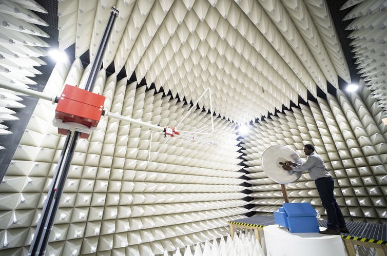 Worker testing 5G antenna