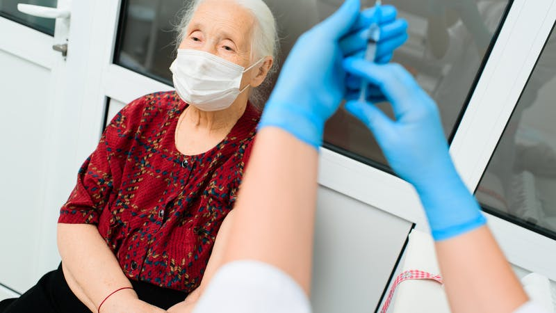 ¿Hay que ponerse una tercera dosis de la vacuna contra covid-19?