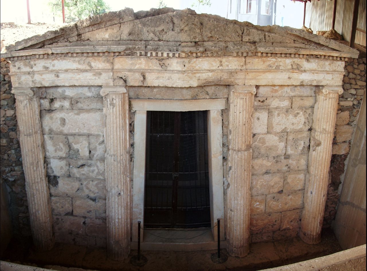 Largest ancient tomb found in ...