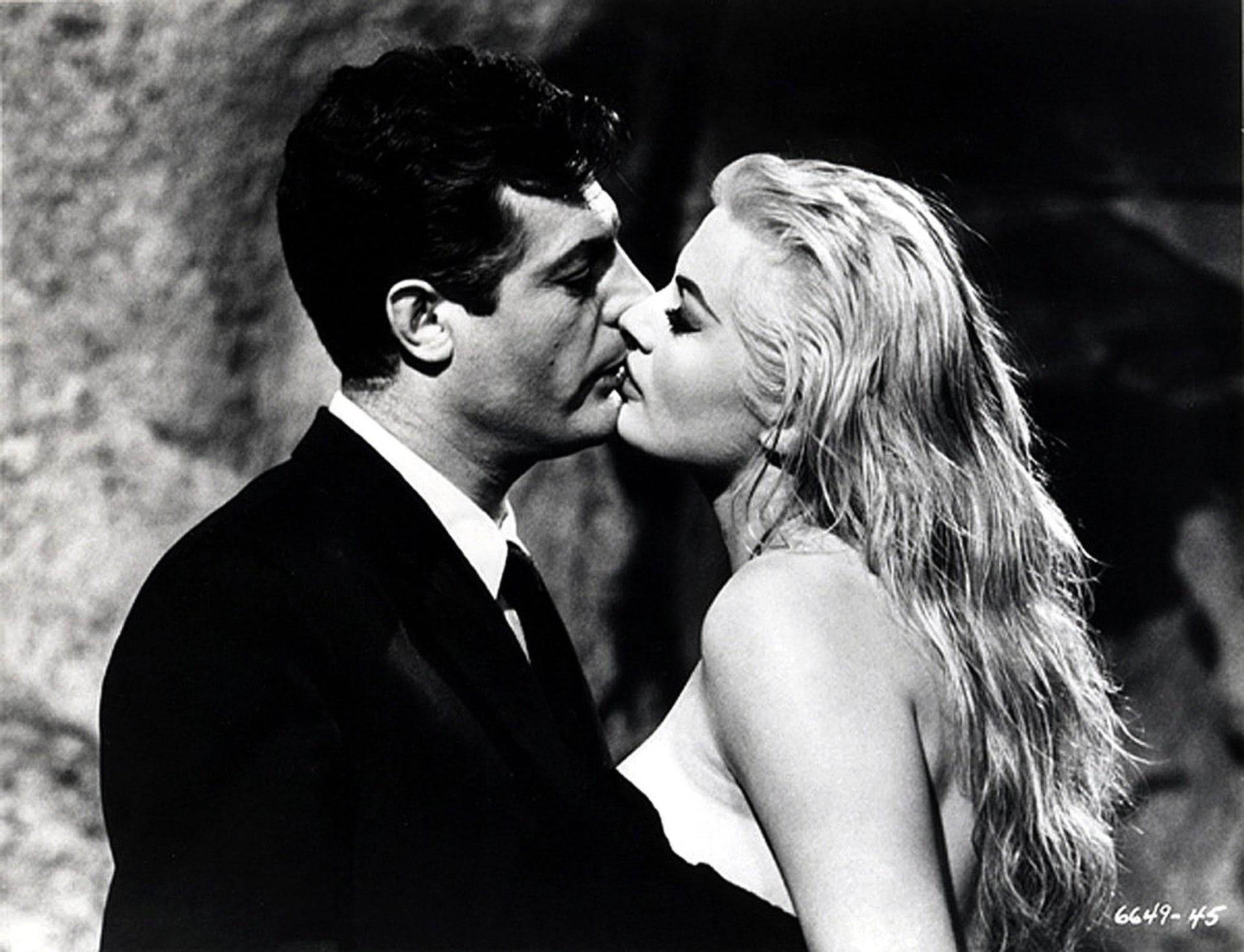 Federico Fellini\u0027s 1960 film La Dolce Vita showing Marcello Mastroianni kissing Anita Ekberg. EPA/ Blue Box Toys/ HO & Explainer: film lighting
