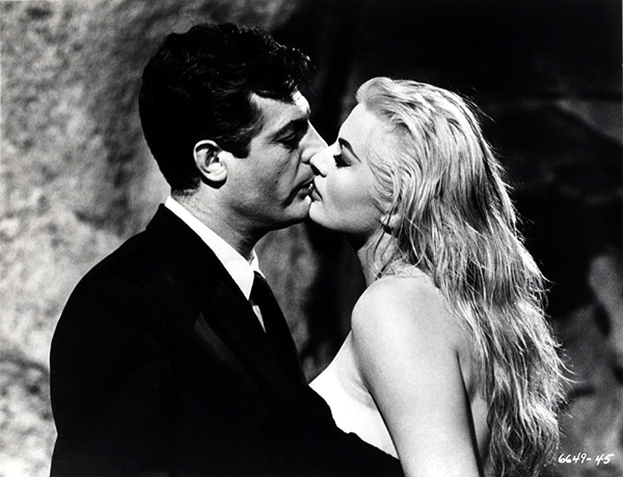 Federico Felliniu0027s 1960 film La Dolce Vita showing Marcello Mastroianni kissing Anita Ekberg. EPA/ Blue Box Toys/ HO & Explainer: film lighting
