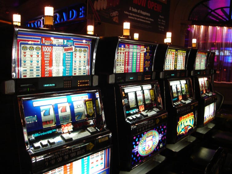 Losses disguised as wins the science behind casino profits its no accident near misses are pretty common on slot machines markflickr cc by sa solutioingenieria Gallery